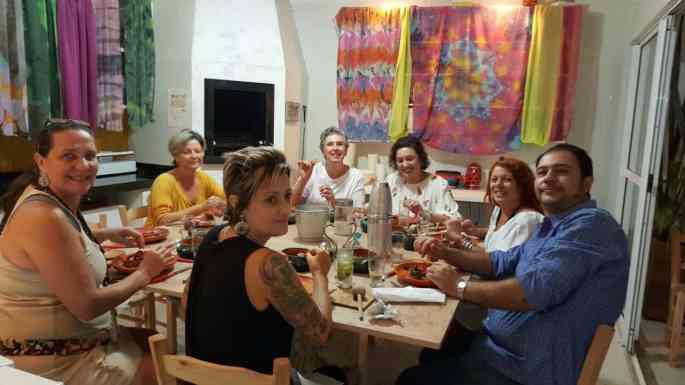 Trabalhar viajando o mundo para comer na casa de desconhecidos