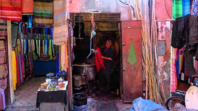 Mercado de tinturaria em Marrakech