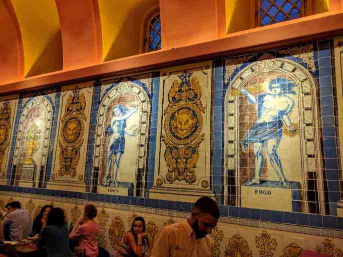 Cervejaria Trindade, em Lisboa: salões no interior
