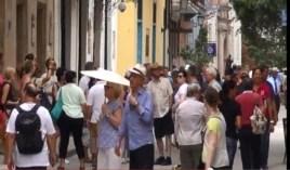 """Turistas en La Habana. Los estadounidenses son el primer grupo de """"ciudadanías de riesgo"""", según Inmigración y Extranjería."""
