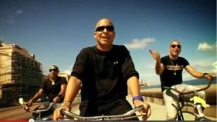 En 2011, durante una visita anterior a la isla, Issac Delgado grabó con el dúo Gente de Zona el videoclip Somos Cuba (Mira cómo vengo).
