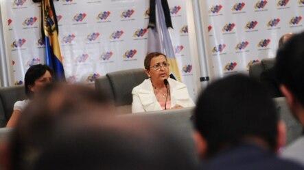 VEN12 - CARACAS (VENEZUELA), 9/3/2013.- La presidenta del Consejo Nacional Electoral (CNE),Tibisay Lucena (c), hoy sábado 9 de marzo de 2013, al anunciar la celebración de las próximas elecciones el 14 de abril