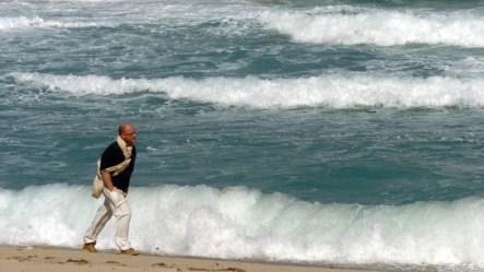 El fuerte oleaje que provocan los huracanes ha dejado algunas playas de la isla desprovistas de arena