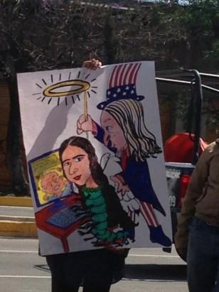 Manifestantes protestan contra la presencia de Yoani en la reunión de la SIP