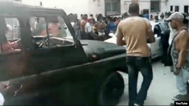 La policía arremetió contra los discapacitados, muchos de ellos en sillas de ruedas.