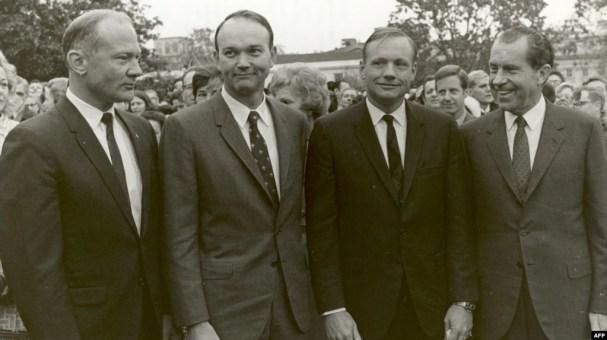 Foto de la NASA tomada el 11 de mayo de 1969, Presidente Richard Nixon (der.) con la tripulación del Apolo 11 (de izq. a der.) Edwin E. Aldrin,Jr., Michael Collins y Neil A. Armstrong.