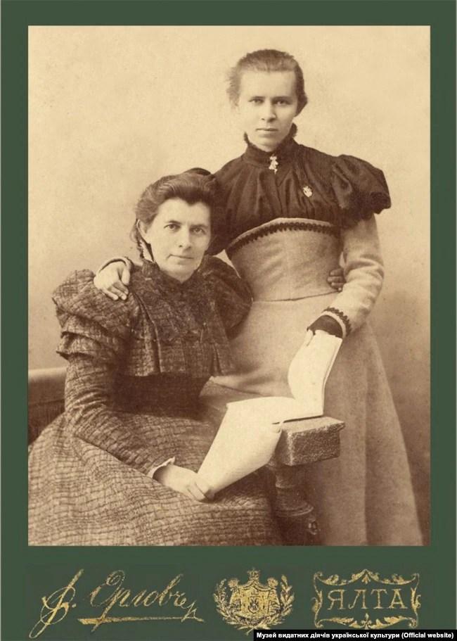 Леся Українка з матір'ю Оленою Пчілкою. Ялта, 1898 рік