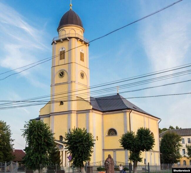 Собор Успіння Пресвятої Богородиці – конкафедральний собор Мукачівської греко-католицької єпархії