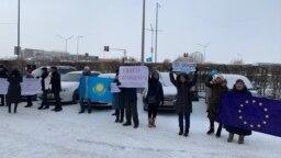 Митинг перед представительством ЕС в столице Казахстана. Нур-Султан, 26 ноября 2019 года.