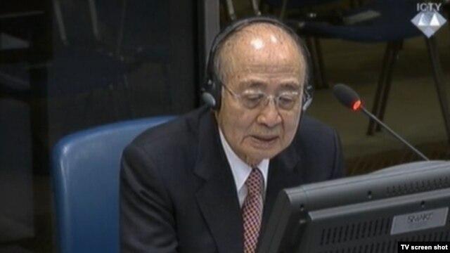 Yasushi Akashi u sudnici 23. novembra 2015