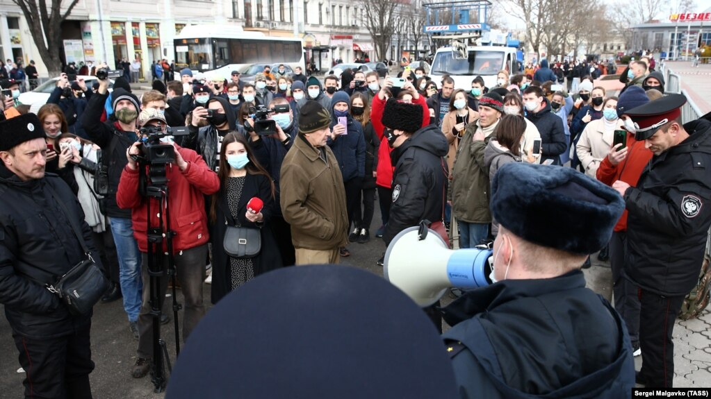 Police attempt to disperse a rally in support of Aleksei Navalny in the Crimean city of Simferopol on January 23.