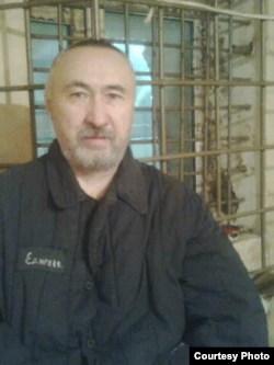 Арон Атабек (Едигеев), казахский диссидент и поэт, в тюрьме. Фото сделано в 2012 году.
