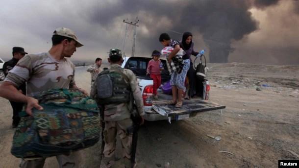 İnsanlar Mosuldan qaçır.