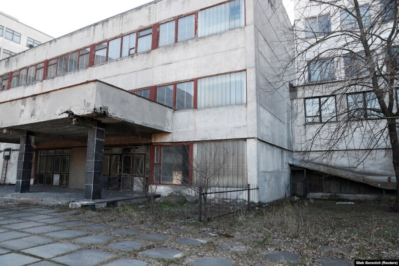 Фоторепортаж: Покинутий завод із випуску апаратів ШВЛ в Україні