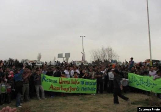 تجمع معترضان به خشک شدن تدريجی درياچه اروميه در روز ۱۳ فروردين
