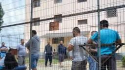 Fluxul de infractori din închisorile românești nu a scăzut, în ciuda recursului compensatoriu, pentru că nimeni nu se ocupă de perioada post-detenție.