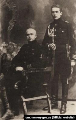 Морской министр Михаил Белинский и его адъютант Святослав Шрамченко