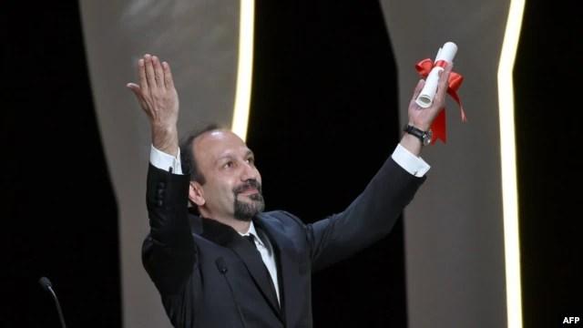اصغر فرهادی پس از دریافت جایزه بهترین فیلمنامه