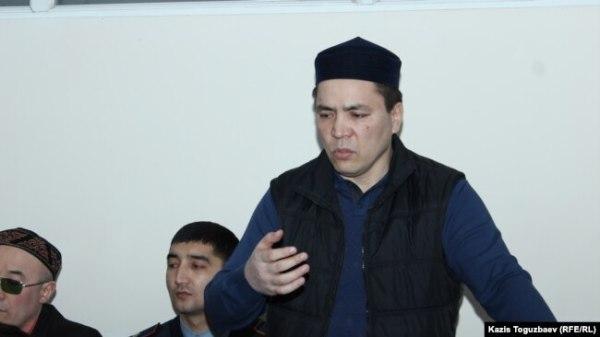 Алмат Жумагулов в суде, где его обвиняют в «пропаганде терроризма» и «разжигании розни». Алматы, 11 декабря 2018 года.