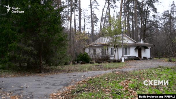 Деякі будинки, схоже, давно стоять порожніми