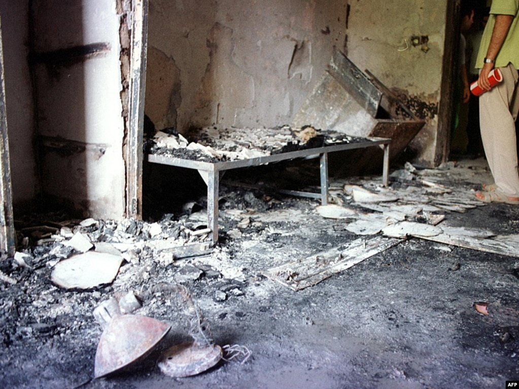 صحنهای از یکی خوابگاههای کوی دانشگاه پس از حمله نیروی انتظامی و لباسشخصیها در بامداد ۱۸ تیر
