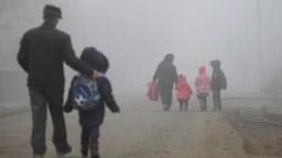 17% din copiii de la țară merg zilnic pe jos peste 8 kilometri ca să ajungă la școală.