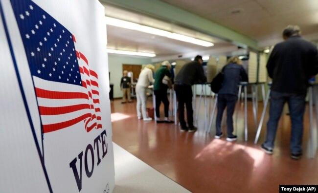 Votuesit gjatë zgjedhjeve