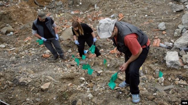 Iskopavanje masovne grobnice u mestu Rudnica kod Raške