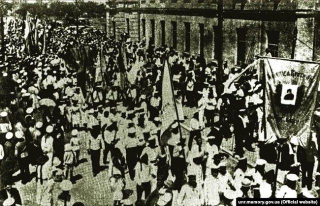 Манифестация украинских моряков в Севастополе, апрель 1918 г.