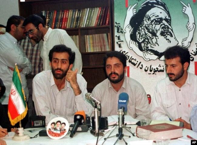 از چپ: مرتضی احمدی، علی افشاری و اکبر عطری، اعضای وقت شورای مرکزی دفتر تحکیم وحدت