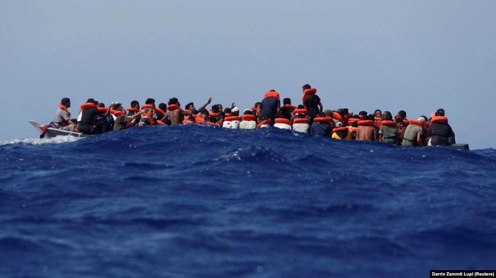 Migrantët në një varkë. Fotografi ilustruese.