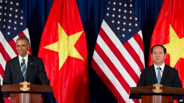 Tổng thống Obama trong cuộc họp báo chung với Chủ tịch Trần Đại Quang tại Hà Nội, ngày 23/5/2016.