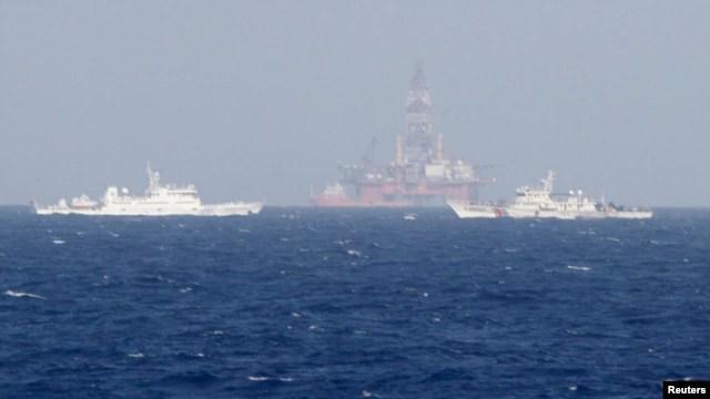 Tàu Việt Nam và Trung Quốc gần giàn khoan Hải Dương 981 Trung Quốc hạ đặt gần quần đảo Hoàng Sa