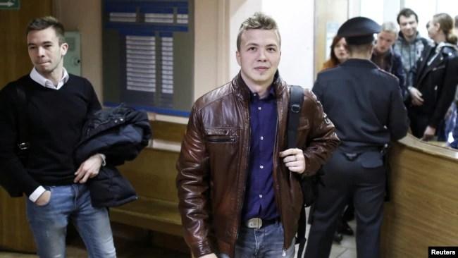白俄罗斯反对派活动人士和记者拉曼·普拉塔塞维奇星期天被政府从航班上拦截抓捕。图为普拉塔塞维奇资料照(路透社2017年4月10日)