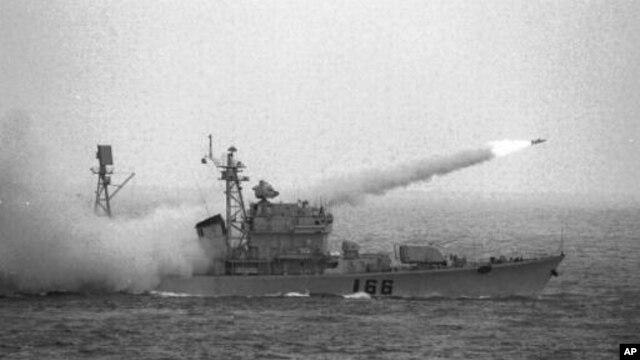 Tàu của Trung Quốc tập trận trong vùng biển Biển Đông