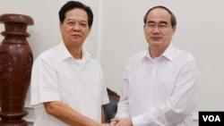 Ông Nguyễn Thiện Nhân (phải) đến thăm và chúc Tết ông Nguyễn Tấn Dũng hồi đầu năm nay. (Hình: Sài Gòn Giải Phóng)