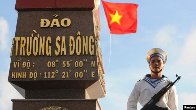 Hải quân Việt Nam canh gác tại đảo Trường Sa Đông thuộc quần đảo Trường Sa.