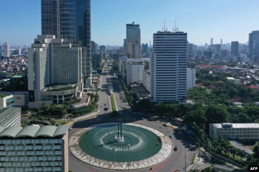 Jalan di sekitar Bundaran Hotel Indonesia, Jakarta Pusat, pada 24 Mei 2020. (Foto: AFP)