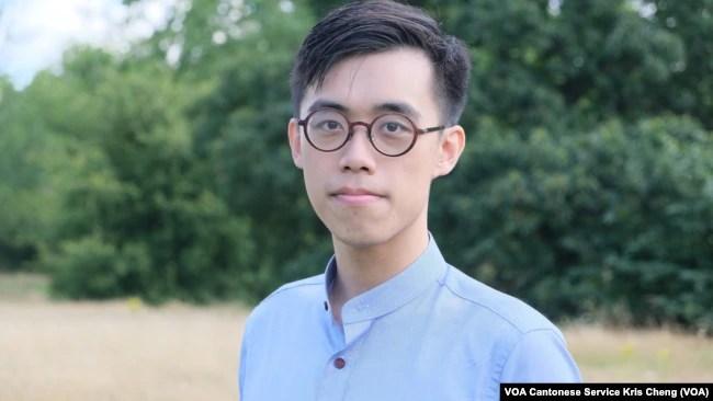 目前在英国流亡的前香港民主派区议员李家伟接受美国之音专访(美国之音/郑乐捷)