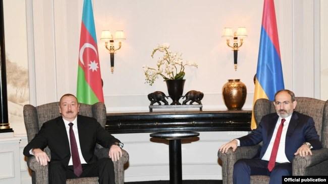 Azərbaycan prezidenti İlham Əliyev və Ermənistanın baş naziri Nikol Paşinyan Vyanada görüş zamanı, 29 mart, 2019.