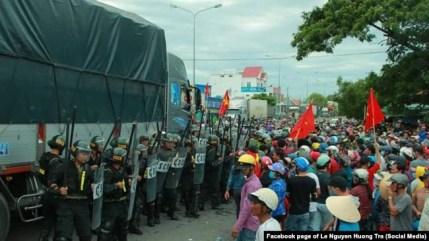 Hàng ngàn người biểu tình ở Bình Thuận ngày 10/6/2018.