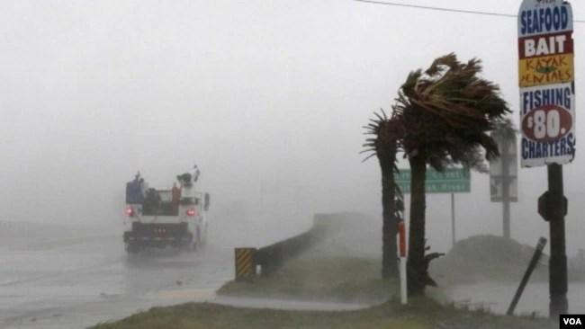 El huracán Florence toca tierra en Carolina del Norte