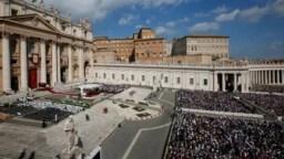 Vista general de la misa celebrada por el Papa Francisco en el Día Mundial de los Migrantes en el Vaticano, septiembre 29 de 2019. Reuters.