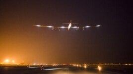 Máy bay Solar Impulse 2 cất cánh ở Varanasi, Myanmar trong, 18/3/15
