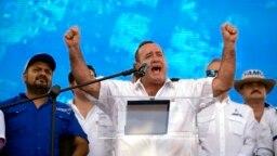 Alejandro Giammattei, candidato presidencial con el partido Vamos. Los candidatos presidenciales realizan manifestaciones de campaña una semana antes de la segunda vuelta de las elecciones presidenciales el 11 de agosto.