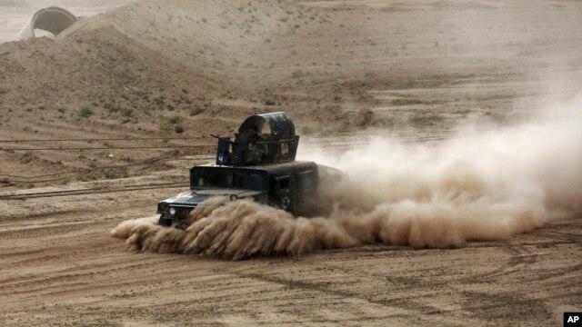 Hàng ngàn binh sĩ Iraq và các dân quân Shia được Iran yểm trợ ngày thứ nhì ngưng cuộc tấn công chiếm lại Tikrit do Nhà nước Hồi Giáo kiểm soát.