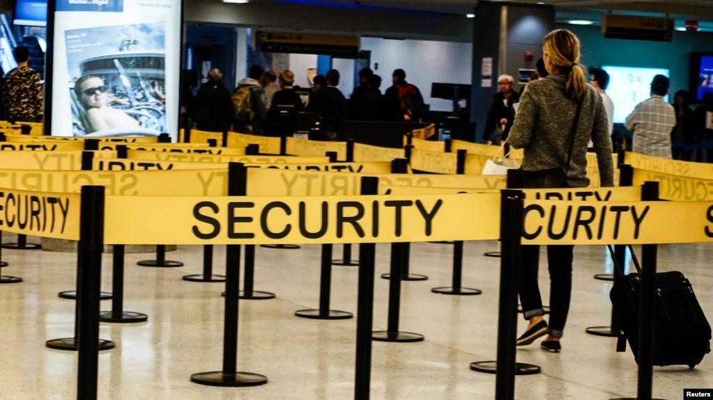 路透社:新冠疫情 只有极少数航空乘客在美受隔离