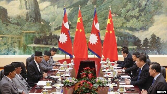 Chủ tịch Trung Quốc Tập Cận Bình (thứ 2-bên phải) gặp Thủ tướng Nepal Khadga Prasad Sharma Oli (thứ 2-bên trái) tại Đại lễ đường Nhân dân ở Bắc Kinh, Trung Quốc, ngày 21 tháng 3 2016.
