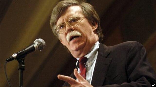 Cựu đại sứ Hoa Kỳ tại Liên Hiệp Quốc dưới thời Tổng thống George W. Bush, ông John Bolton, tán thành việc can thiệp bằng quân sự.