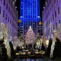 Nueva York inicia la Navidad iluminando árbol de Rockefeller Center